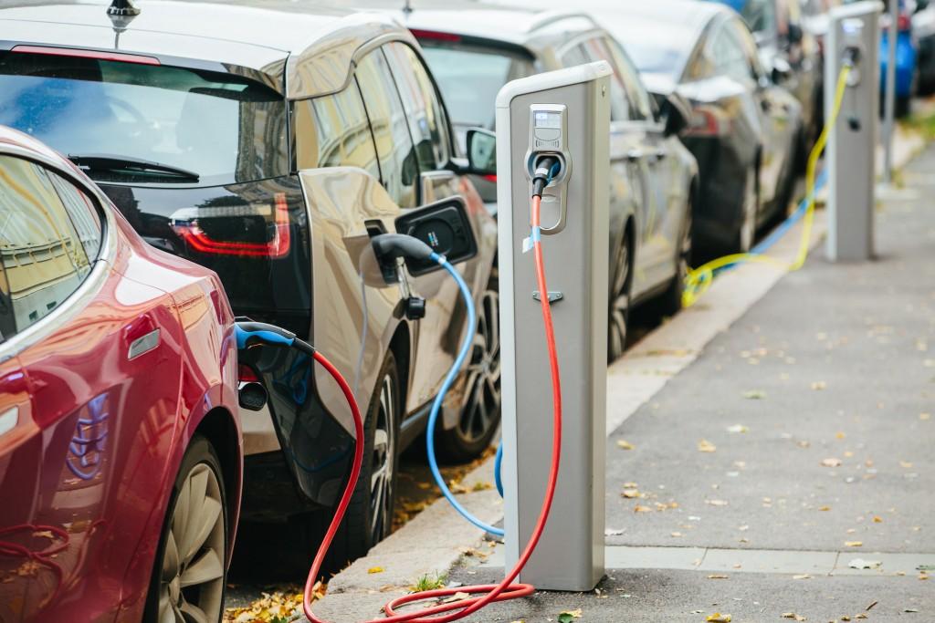 charging hybrid cars