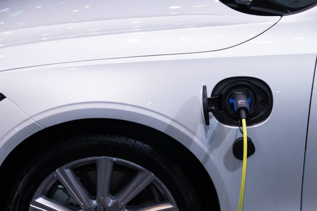charging hybrid car